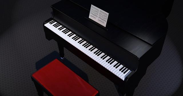 stolička u piana