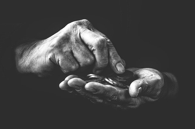 stare ruce s penezi
